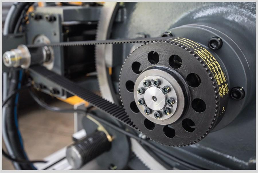 Sistemi di azionamento ad altissima precisione con motori brushless ed encoder assoluti